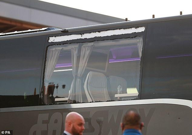 CĐV Liverpool tấn công xe buýt của Real Madrid