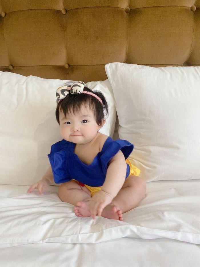Đông Nhi khoe ảnh bé Winnie hóa thân Bạch Tuyết khiến cộng đồng mạng đứng ngồi không yên