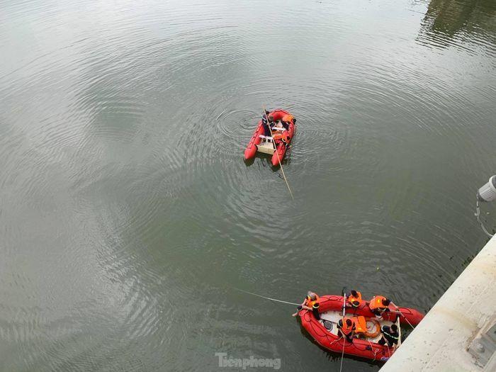 Nam thanh niên nhảy cầu gieo mình xuống sông Kỳ Cùng