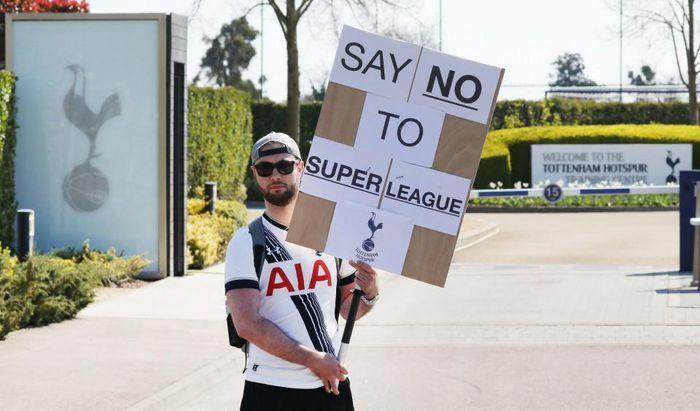 CĐV biểu tình chống Siêu giải đấu, cựu danh thủ nói lời cay đắng với M.U, Liverpool