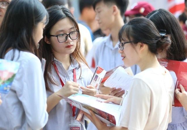 Thi lớp 10 Hà Nội: Học sinh được đổi khu vực, đăng ký tối đa 15 nguyện vọng