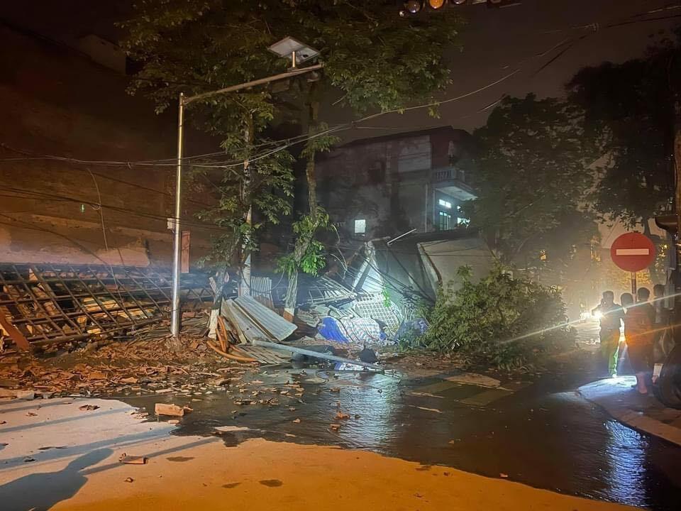 Tin tức 24h qua: Kinh hoàng khoảnh khắc ngôi nhà 3 tầng đổ sập trong đêm