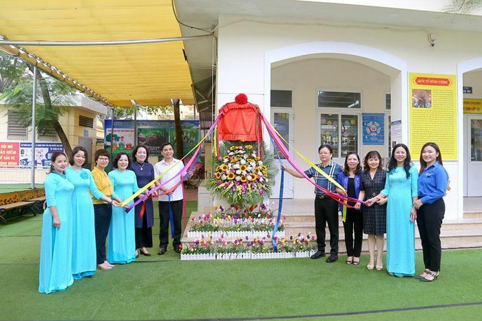 Tổ chức Lễ gắn biển công trình tại Trường Tiểu học Vĩnh Tuy