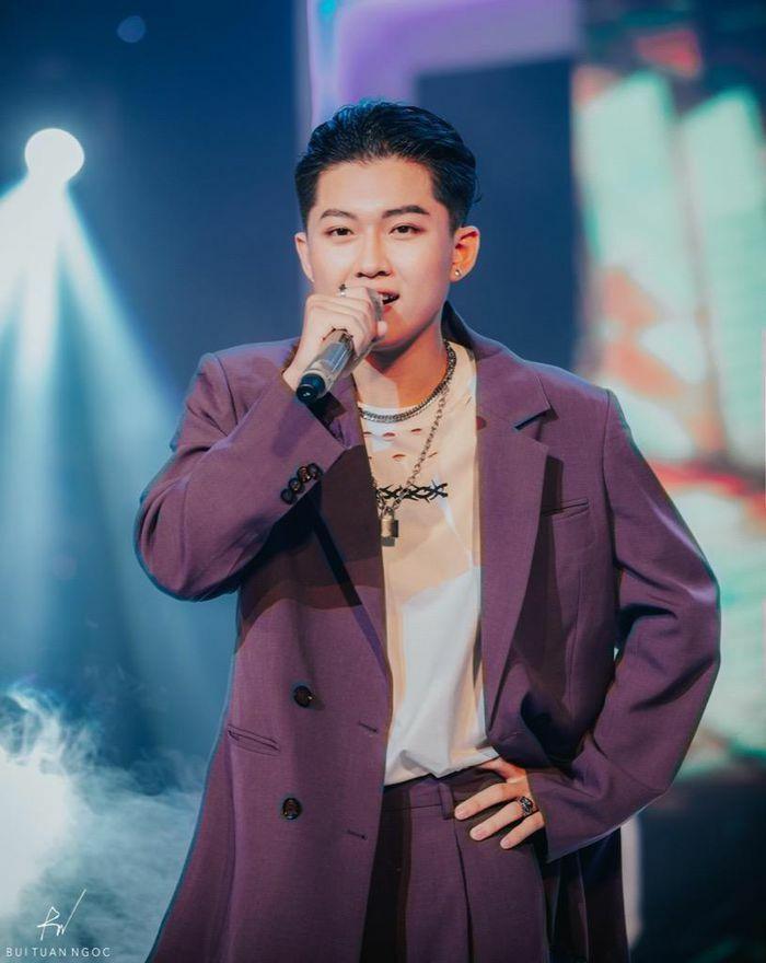 """Nhạc sĩ 2K điển trai gây chú ý với hit """"Nước Chảy Hoa Trôi"""" lấy cảm hứng từ truyện Kiều"""