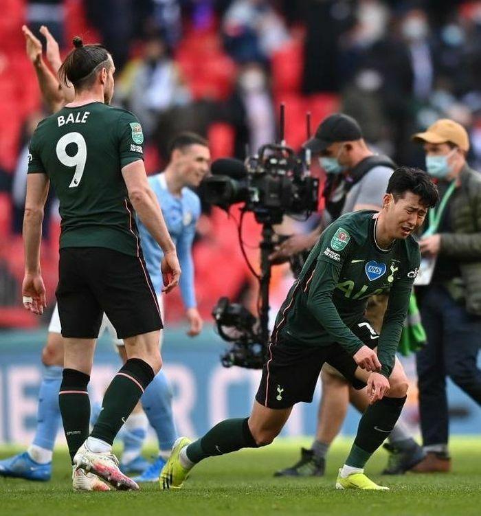 Son Heung-min bật khóc sau thất bại trước Man City