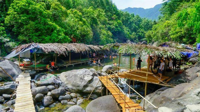 Suối Tiên – không gian nguyên sơ hấp dẫn du khách tới xứ Huế - ảnh 1