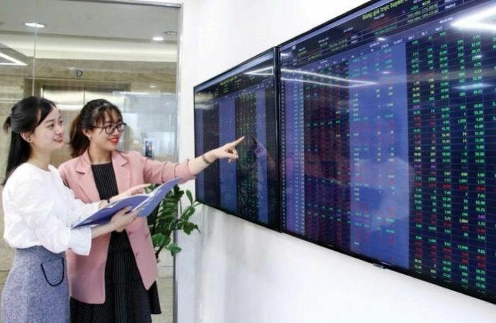 Tăng vọt gần 25 điểm, VN-Index vượt xa đỉnh lịch sử