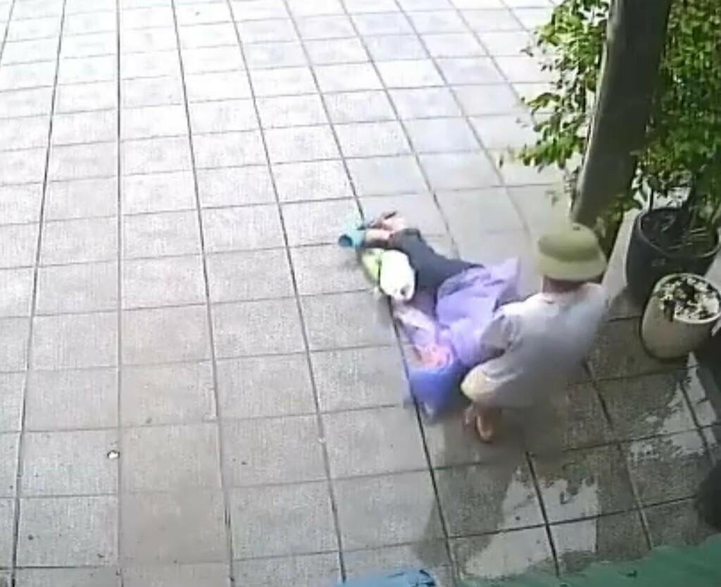 Trần tình bất ngờ của chủ tiệm tạp hóa kéo lê người đàn ông say rượu ở Quang Ninh
