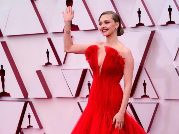 Covid-19 không thể ngăn mỹ nhân Hollywood ăn mặc gợi cảm lên thảm đỏ Oscars