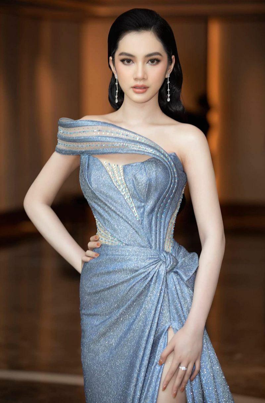 """Người đẹp Cẩm Đan phản ứng """"gắt"""" trước lời mời đi ăn giá 16.000 USD"""