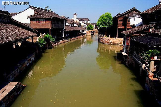 Thị trấn 2000 năm tuổi bên bờ sông, cảnh đẹp thanh bình đến say đắm