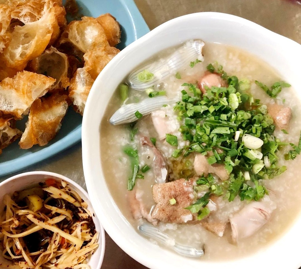 Loạt món ăn hương vị biển hút khách Việt Nam