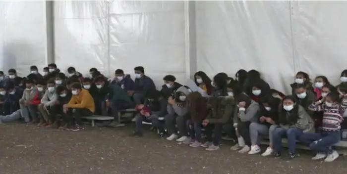 Khủng hoảng trẻ em vượt biên từ Mexico: Mỹ phải mở cửa căn cứ hỗ trợ