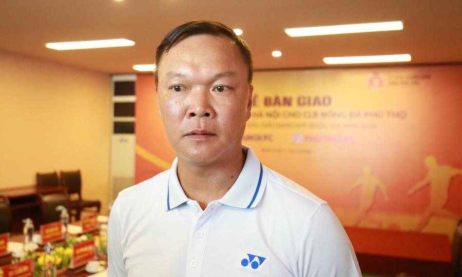 Cựu danh thủ Hồng Sơn bất ngờ ngồi ghế nóng