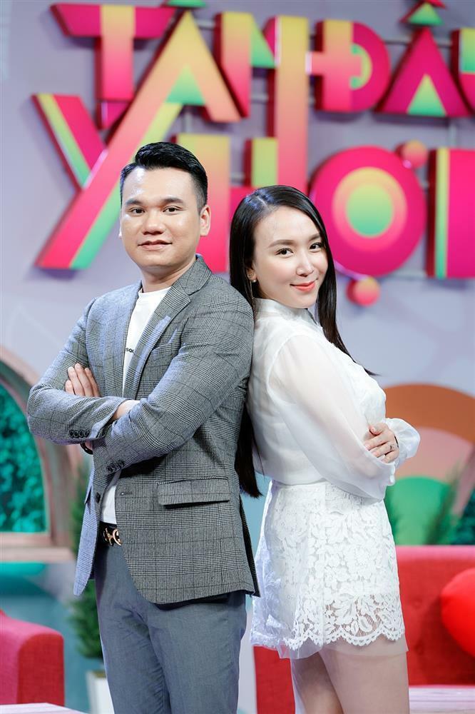 Khắc Việt tiết lộ gia thế khủng nhà vợ, bà xã chỉ đam mê kim cương