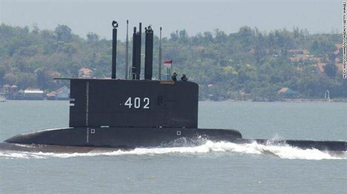 Tàu ngầm Indonesia để lại vết dầu loang – Tín hiệu từ thủy thủ đoàn?