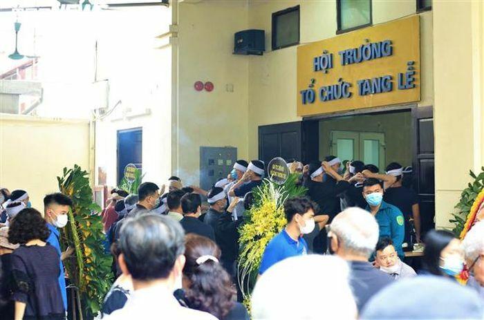Đám tang đẫm nước mắt của gia đình 4 người chết trong đám cháy ở Hà Nội