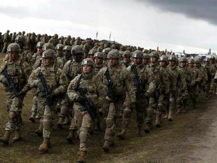 NATO tập trung 40.000 binh sĩ gần biên giới Nga