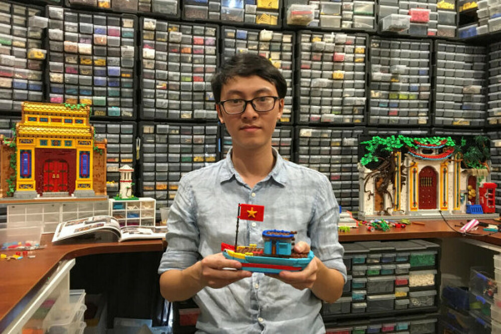 """Chàng trai Việt Nam nổi tiếng với bộ sưu tập Lego """"khủng"""" lên báo nước ngoài"""
