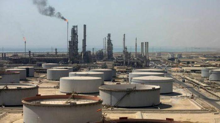 Lực lượng Houthi tại Yemen tấn công cơ sở lọc dầu của Saudi Arabia