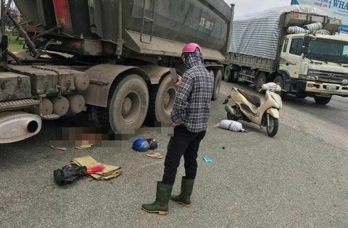 Xe đầu kéo tông trúng xe máy, 2 mẹ con tử vong