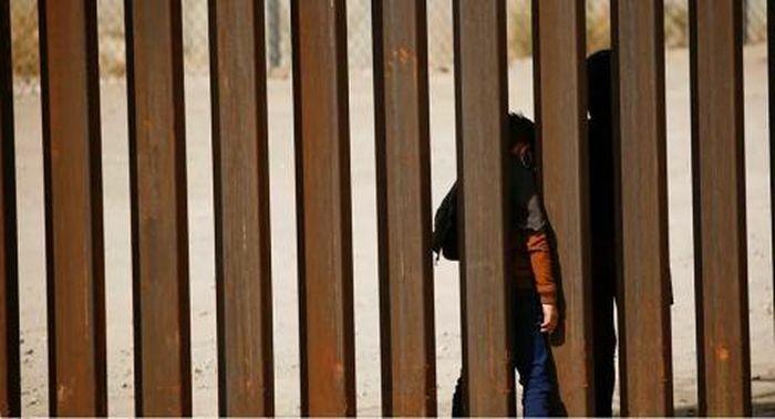 Ông Biden tái khởi động bức tường biên giới của ông Trump