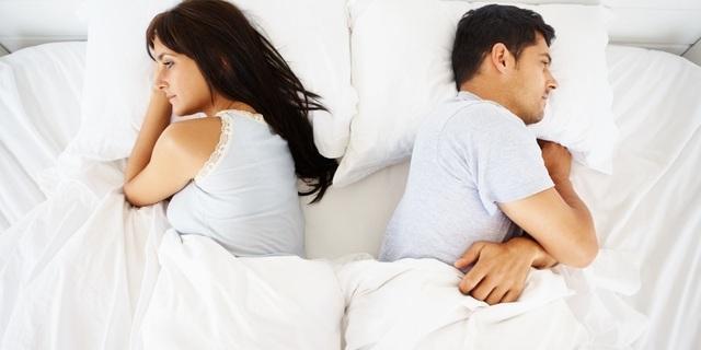 Con trẻ sốc vì bố mẹ ly hôn vẫn… ngủ chung giường
