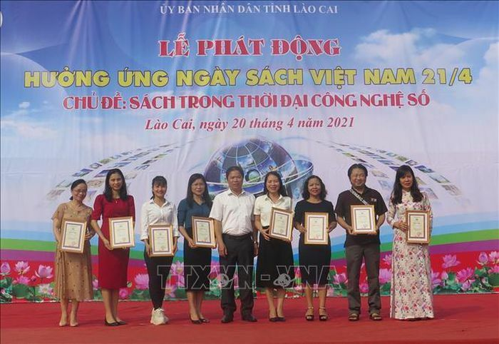 Tặng hơn 6.500 đầu sách cho trẻ em vùng cao Lào Cai