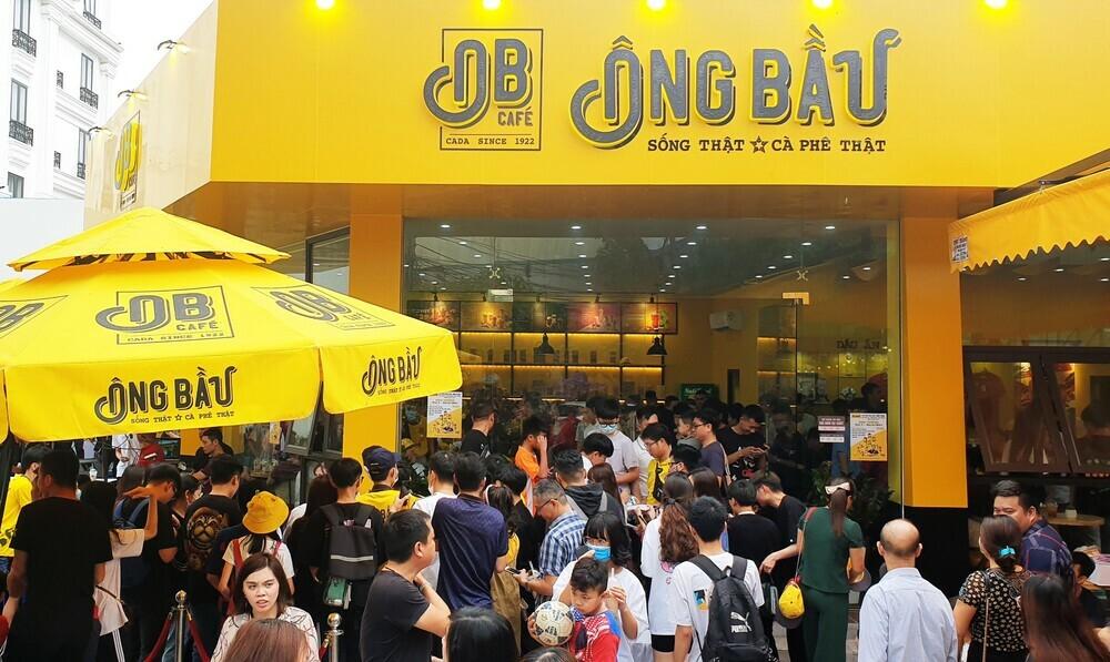 Hàng nghìn người hâm mộ Hải Phòng mừng Văn Toàn làm ông chủ quán cà phê Ông Bầu