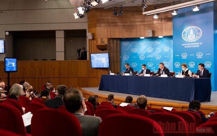 Nga xem xét yêu cầu người dân cài ứng dụng khi nhập cảnh