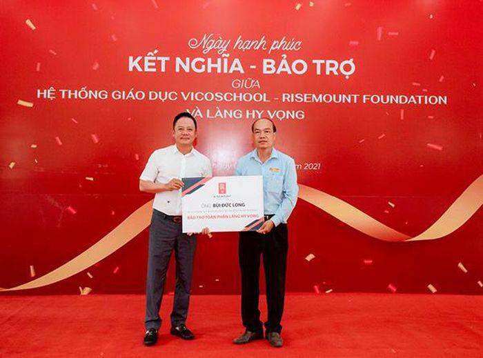 """Chủ tịch Tập đoàn Vicoland làm """"cha đỡ đầu"""" 129 trẻ em khuyết tật, mồ côi tại Làng Hy Vọng Đà Nẵng"""
