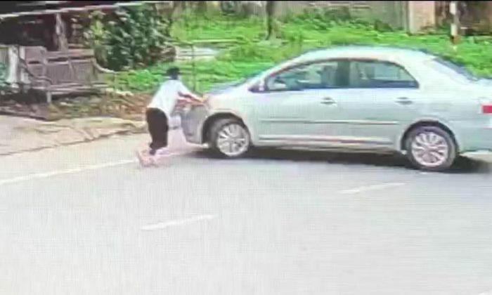 Thót tim cảnh bé gái đuổi theo, chặn trước mũi xe tài xế mua bia không trả tiền