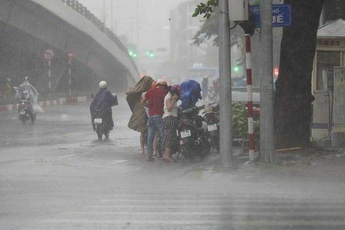 Thời tiết ngày mai 18/4: Hà Nội tiếp tục mưa to và dông, nhiệt độ thấp nhất 20-22 độ