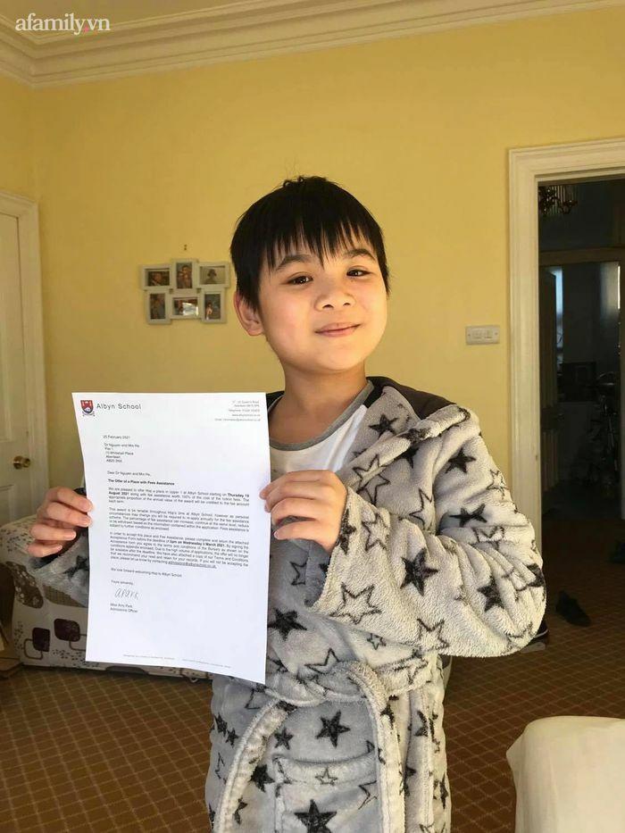 Không giỏi tiếng Anh nhưng bà mẹ ở Phú Thọ vừa học vừa giúp con chinh phục học bổng 2 trường tư thục nước ngoài nổi tiếng