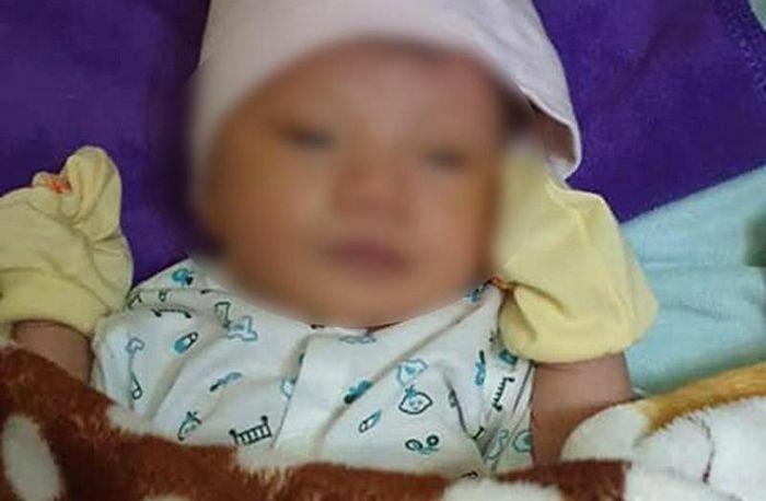 Xót xa bé sơ sinh khoảng 5 ngày tuổi bị bỏ rơi bên Quốc lộ 1A