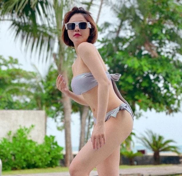 Trâm Anh khoe dáng nóng bỏng với bikini trên bãi biển khiến fan nam bối rối