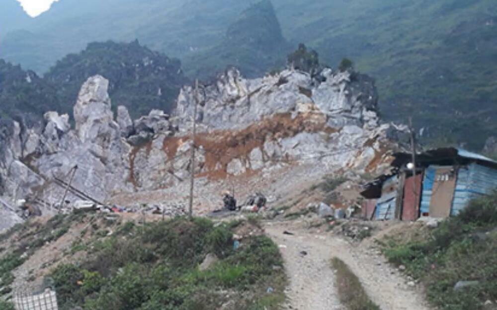 Hai người đàn ông nghi bị bạn nhậu sát hại, phi tang xác tại bãi khai thác đá ở Hà Giang