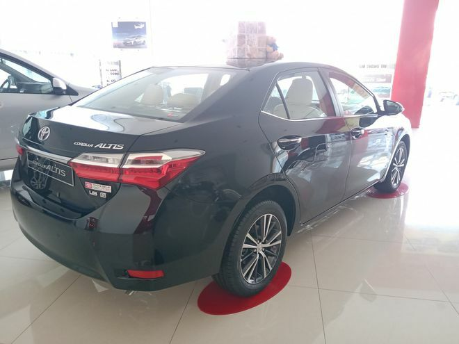 Toyota Corolla Altis giảm giá 100 triệu đồng tại Việt Nam