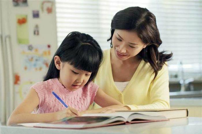 4 sai lầm khi dạy con làm bài tập về nhà nhiều cha mẹ mắc phải