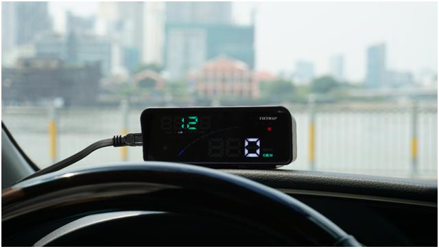 HUD – thiết bị hiển thị thông tin trên kính lái ôtô