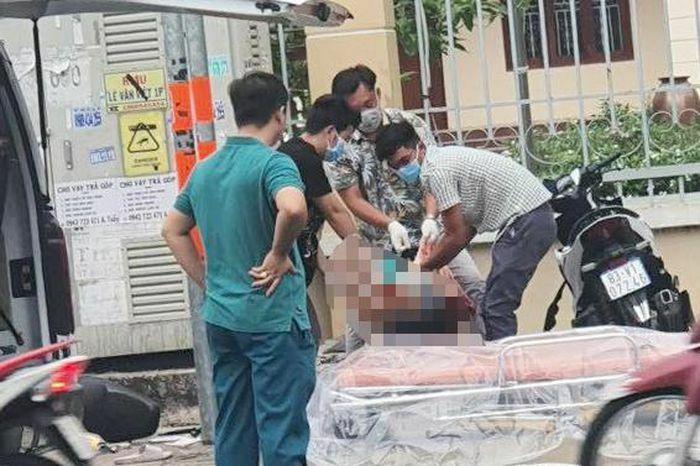 Xe máy tông vào tủ điện, nam thanh niên tử vong ở TP.HCM