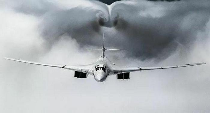 """Máy bay 3 nước đồng loạt bám theo """"Thiên nga trắng"""" của Moscow mang tên lửa trên Biển Baltic"""