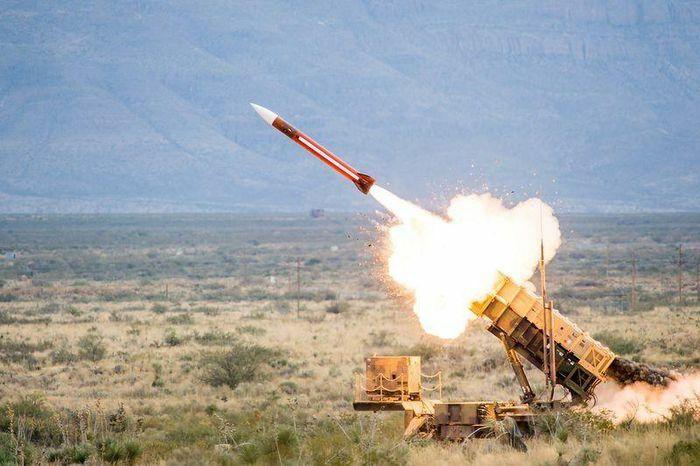 """Tự nhận là """"tuyến phòng thủ chống Nga"""" của phương Tây, Ukraine mời gọi Mỹ mang tên lửa Patriot đến """"nhà"""""""