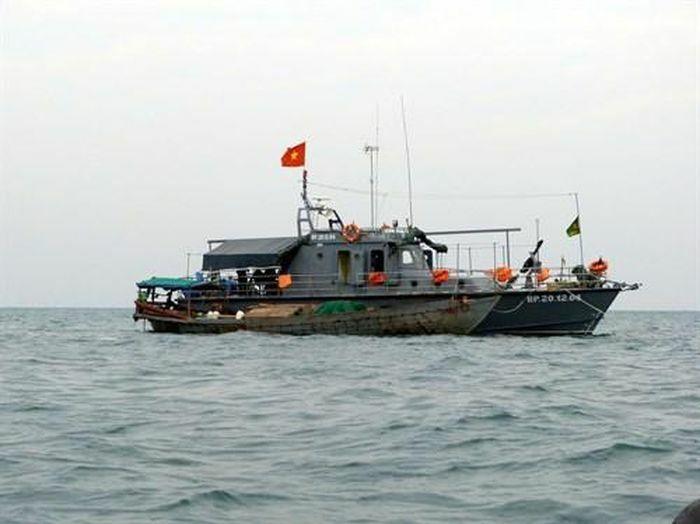 Kiên Giang: Bắt giữ 19 người trên sà lan chạy trốn sang Campuchia