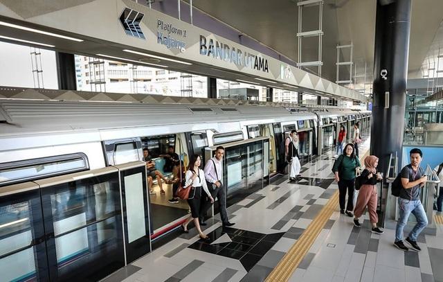 """""""Cầu đường đi trước, nhà bước theo sau"""": Bài học quy hoạch hữu ích từ Malaysia"""