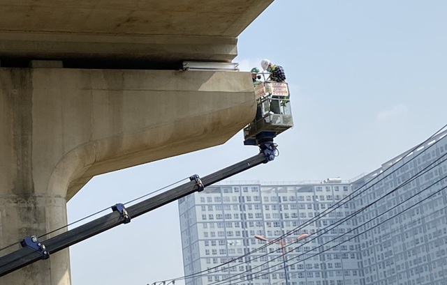 Phát hiện thêm 4 gối cao su dầm cầu metro số 1 bị xê dịch