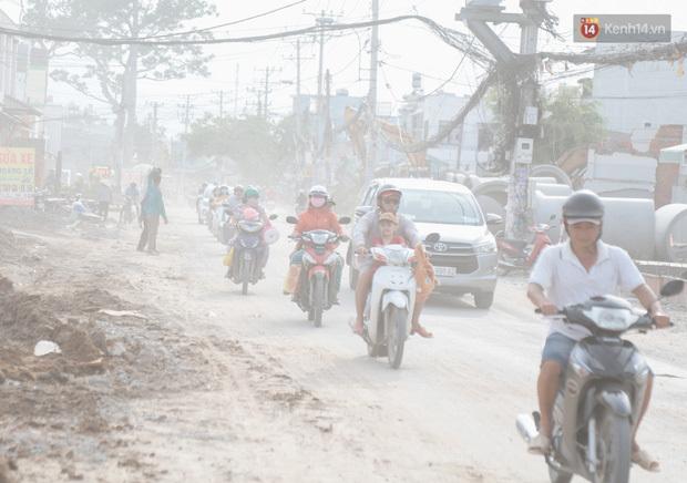 """Dân Sài Gòn kêu trời vì con đường """"đau khổ"""" làm 3 năm chưa xong: Nắng thì bụi mịt mù, mưa thì lầy lội ao nước!"""