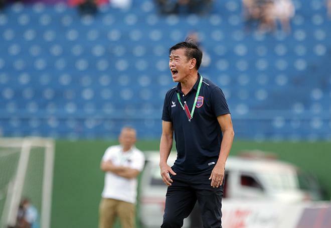 Chóng mặt ghế nóng V-League: HLV Phan Thanh Hùng từ chức, HLV Thành Công về Hà Tĩnh