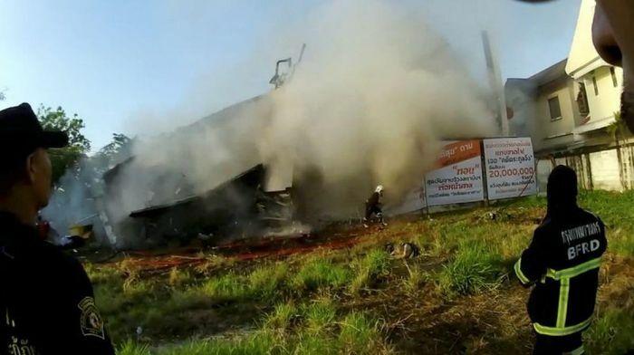 Sập nhà 3 tầng ở Thái Lan, 5 người chết