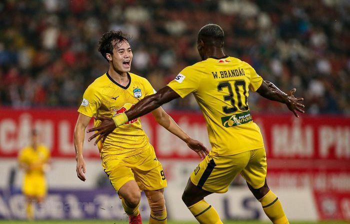 HLV Kiatisak tiết lộ công thức chiến thắng của Hoàng Anh Gia Lai